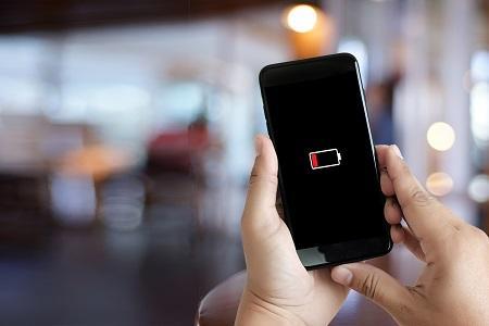 شكاوى من تطبيق شهير يستنزف بطارية هواتف آيفون