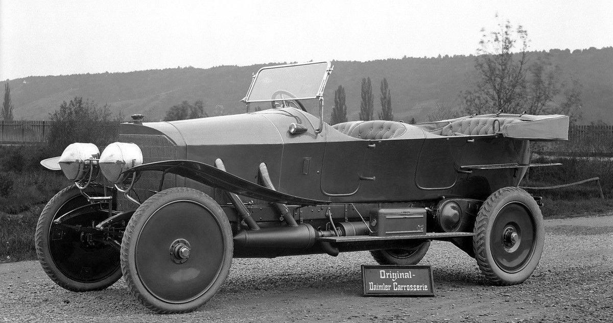 بالصور ..  تعرف على أول سيارة دخلت السعودية في التاريخ
