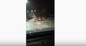 المياه تداهم شوارع العقبة وتأخير الدوام حتى التاسعة والنصف  .. فيديو