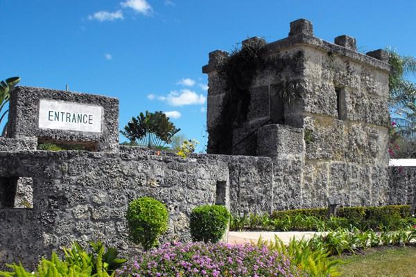 قلعة المرجان ..  ألف طن من الصخور بناها رجل بمفرده .. صور
