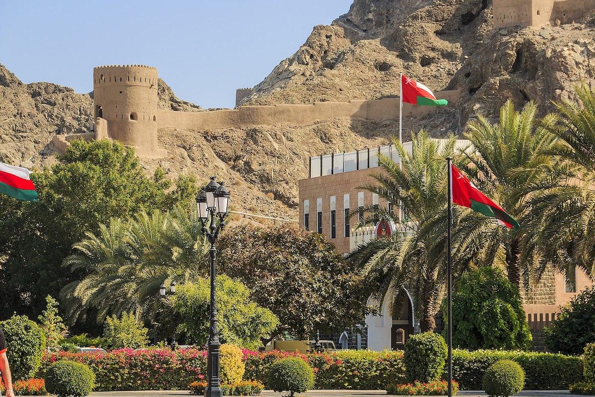 هام للأردنيين ..  سلطنة عُمان تُغلق حدودها البرية للحد من تفشي وباء كورونا
