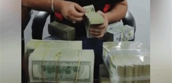 بالفيديو  ..  فنان شهير يستفزّ اللبنانيين بآلاف الدولارات يثير مواقع التواصل الاجتماعي