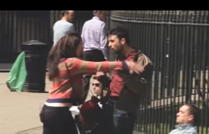 شاهدوا كاميرا خفية تظهر ردة فعل الناس عند ضرب شابة لحبيبها والعكس