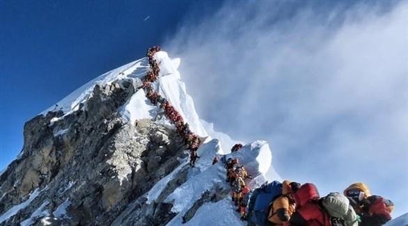 الأجانب يعودون لجبل إفرست بينما تواجه نيبال موجة كورونا ثانية