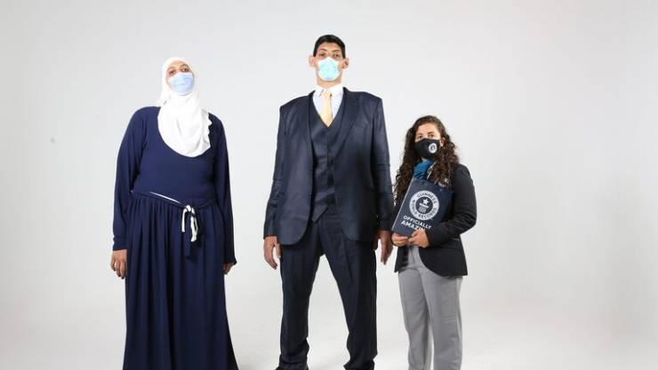 بالصور  ..  عملاقان في مصر يحصدان حزمة من الأرقام القياسية العالمية في غينيس