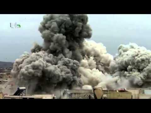 بالفيديو  ..  لحظة سقوط البراميل المتفجرة من طائرة سورية على منازل المدنيين