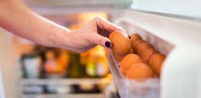 حقيقة صادمة ..  احذروا من وضع البيض في باب الثلاجة