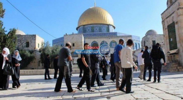 عشرات المستوطنين يقتحمون الاقصى بحراسة شرطة الاحتلال الإسرائيلي