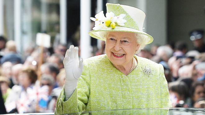 غزو من نوع آخر في قصر باكنغهام ..  والملكة إليزابيث مذعورة!