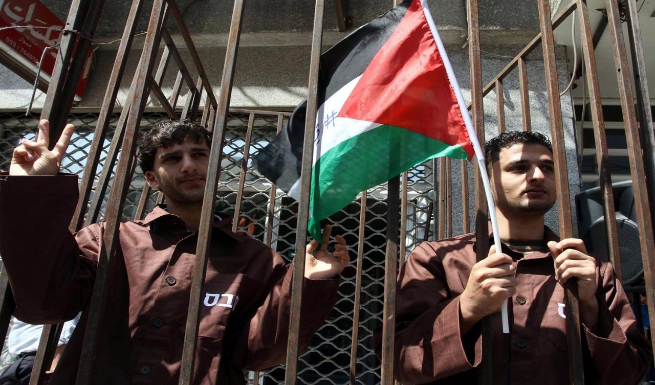 «نادي الأسير الفلسطيني»: الاحتلال يساوم الأسرى في السجون والدور الأممي والدولي غائب