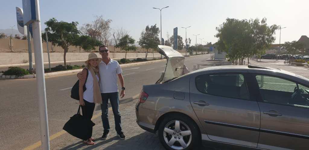 """زيارة سائحين أجنبيين إلى العقبة تنتهي بـ""""استغلالهما""""من قبل سائق تكسي"""