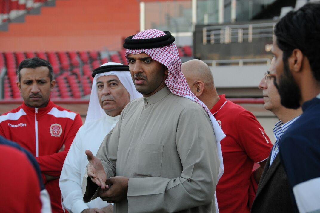 رئيس الاتحاد البحريني يحفز لاعبي المحرق قبل مواجهة الوحدات