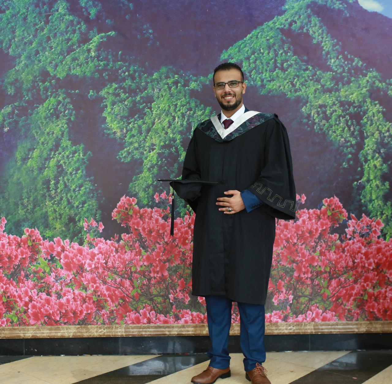 """الدكتور """"حذيفه عماد القضاه"""" مبارك التخرج"""