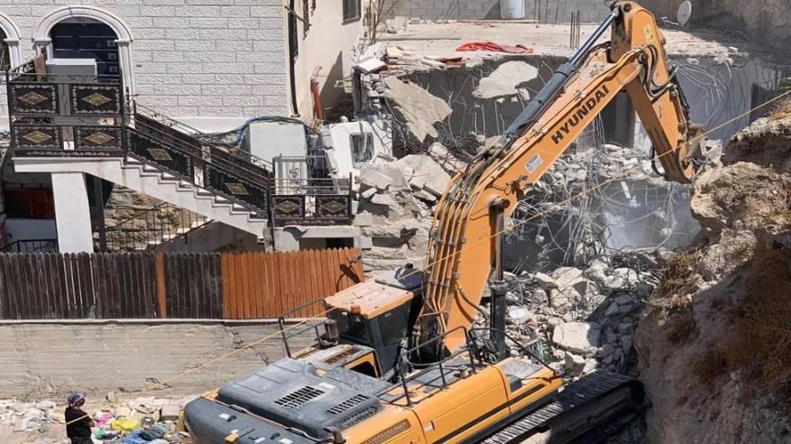 الاحتلال يواصل انتهاكاته: اجبار مقدسي على هدم منزله واعتقال 5 مواطنين