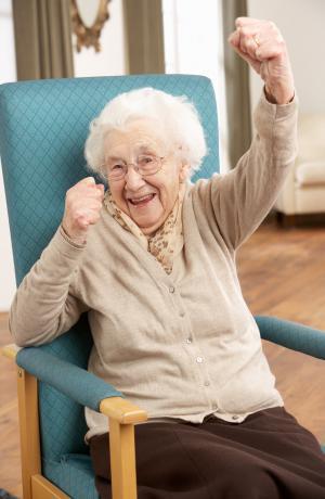 قصة غريبة.. عجوز تمتنع عن تناول الطعام 60 عاماً وهذا فقط ما تتناوله!!