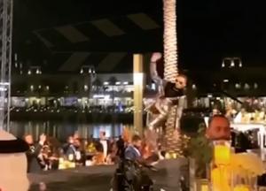 شاهدوا بالصور و الفيديو  ..  أول تعليق لمحمد رمضان بعد سقوطه على مسرح مهرجان ضيافة