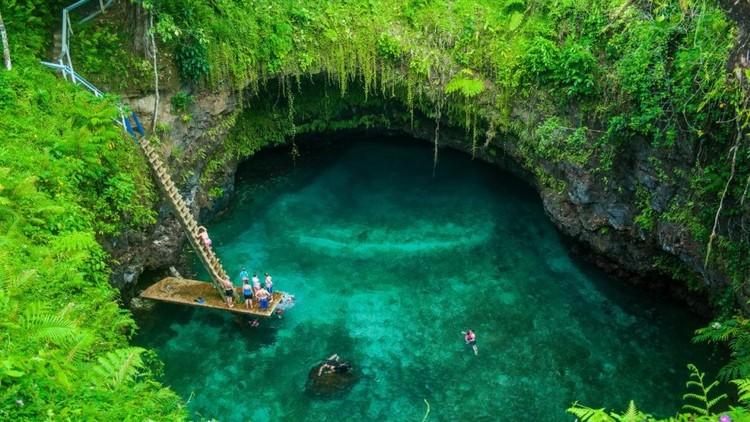 بالصور  ..  أبهى أماكن السباحة في العالم