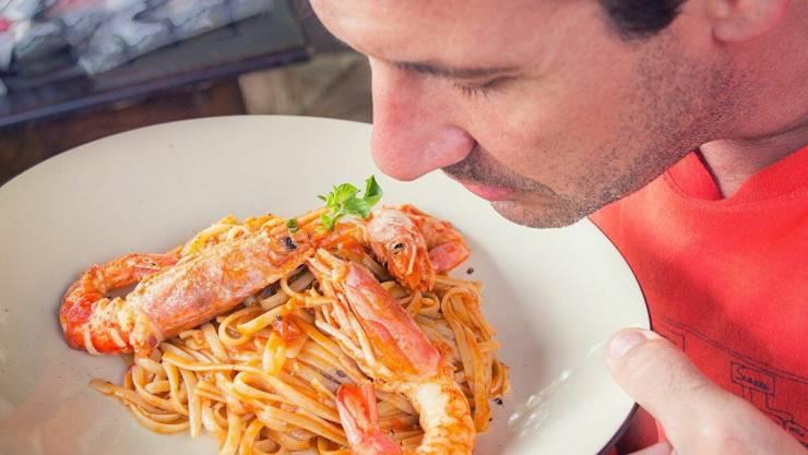 تدمر صحتك ..  5 عادات خطيرة لا تفعلها قبل الطعام في رمضان