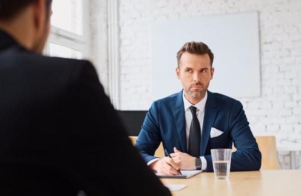 10 أسئلة صعبة في مقابلات التوظيف  ..  كيف تتصرف معها؟