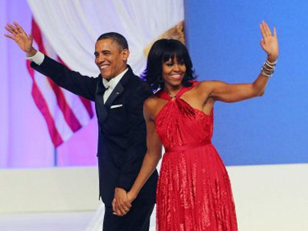 بالصور ..  باراك أوباما يقطع اتصالاً مع جنوده في أفغانستان من أجل رقصة