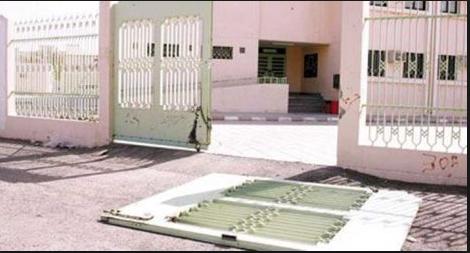 إصابة طفل سقط عليه باب منزله في الامارات