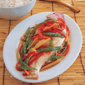 سمك بالفرن مع الخضار على الطريقة الآسيوية