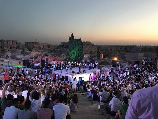 بالفيديو ..  اقامة أول حفل غنائي في حلب منذ 7 سنوات