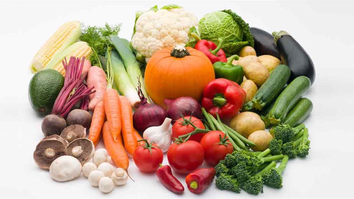 أبرزها تقشير الكيوي  ..  أخطاء شائعة تفقد أطعمة قيمتها الغذائية