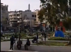 بالفيديو  ..  الأمن يوقف 6 أشخاص على دوار النزهة خالفوا أوامر الحظر
