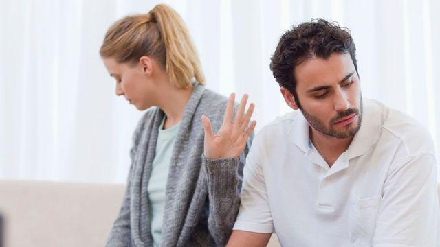 تعبت من تناقضات زوجي ومع ذلك أظهر له أني سعيدة