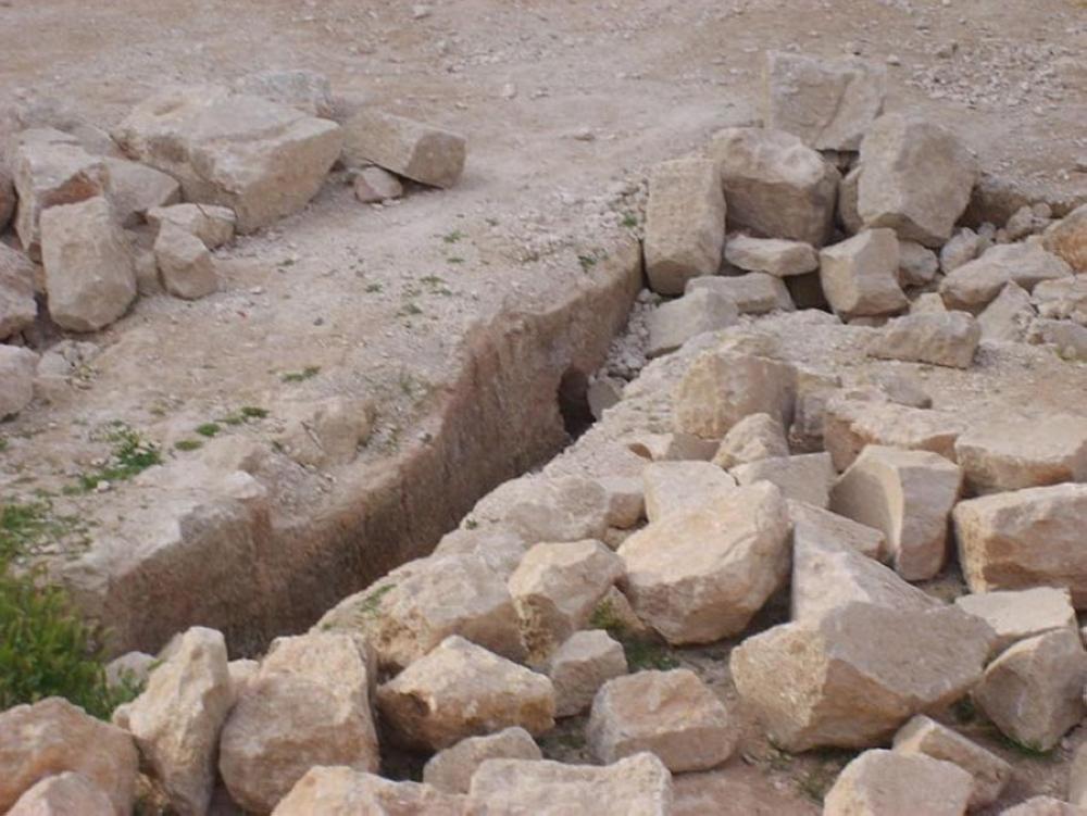 اكتشاف كهف أثري في بيت راس