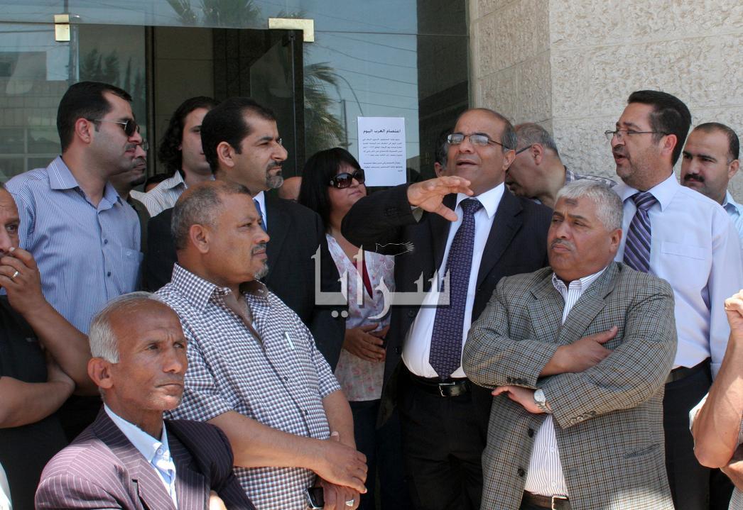 عاملون بـ العرب اليوم يعتصمون للمطالبة بحقوقهم المالية  ...صور