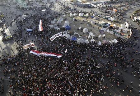 إلقاء زجاجات حارقة على قصر الرئاسة في مصر واشتباكات بعدة مدن
