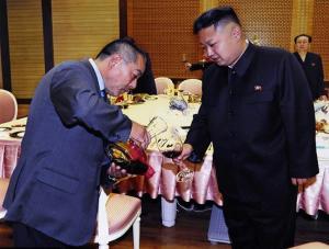 """دكتاتور كوريا الشمالية .. يحتسي 10 زجاجات """"نبيذ مُعتق"""" في الليلة .. ويأمر باطلاق صاروخ كلما غضب .. صور"""
