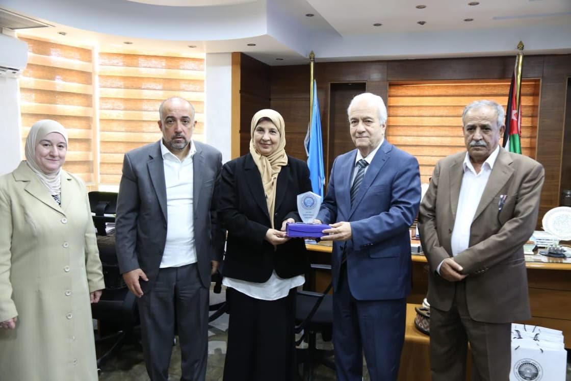 الملحق الثقافي اليمني يزور جامعة العلوم التطبيقية الخاصة