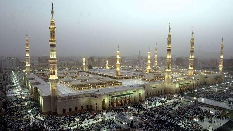 مجهول يقوم باطلاق النار في المسجد النبوي بالمدينة المنورة