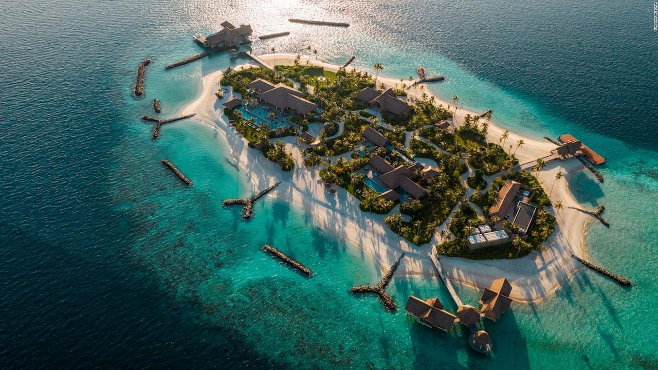 بالصور  ..  استمتع بتجربة فاخرة داخل أكبر الجزر الخاصة في المالديف