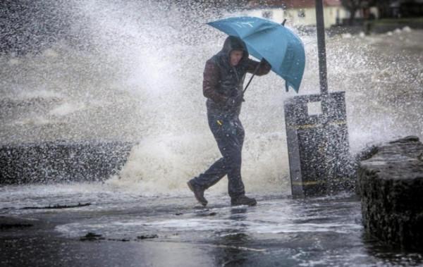 """""""الأشغال"""" تعلن حالة الطوارئ المتوسطة للتعامل مع الحالة الجوية"""