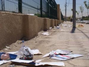 """شقيق وزير يقوم بتمزيق يافطات المرشحين في """"ثالثة عمان"""" لصالح احدى المرشحات"""