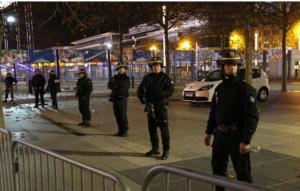 """""""مضطرب نفسيا"""" يبث الرعب في باريس ببندقية مزيفة"""