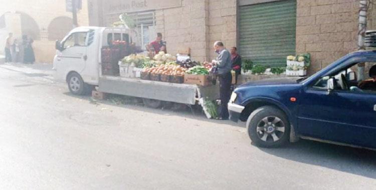 إربد: الحياة تدب من جديد في شوارع النعيمة وحركة نشطة على المواد الغذائية