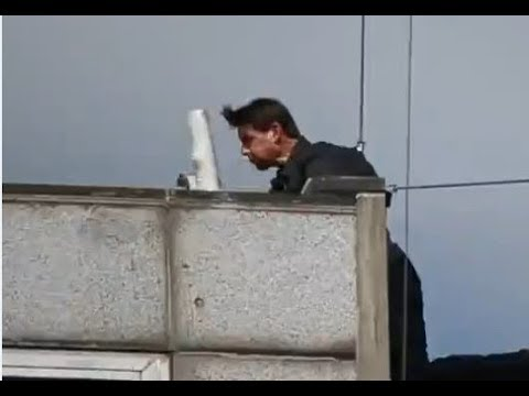 بالفيديو : توم كروز يسقط من أعلى المبنى خلال التصوير ..  وهذا وضعه الصحي!