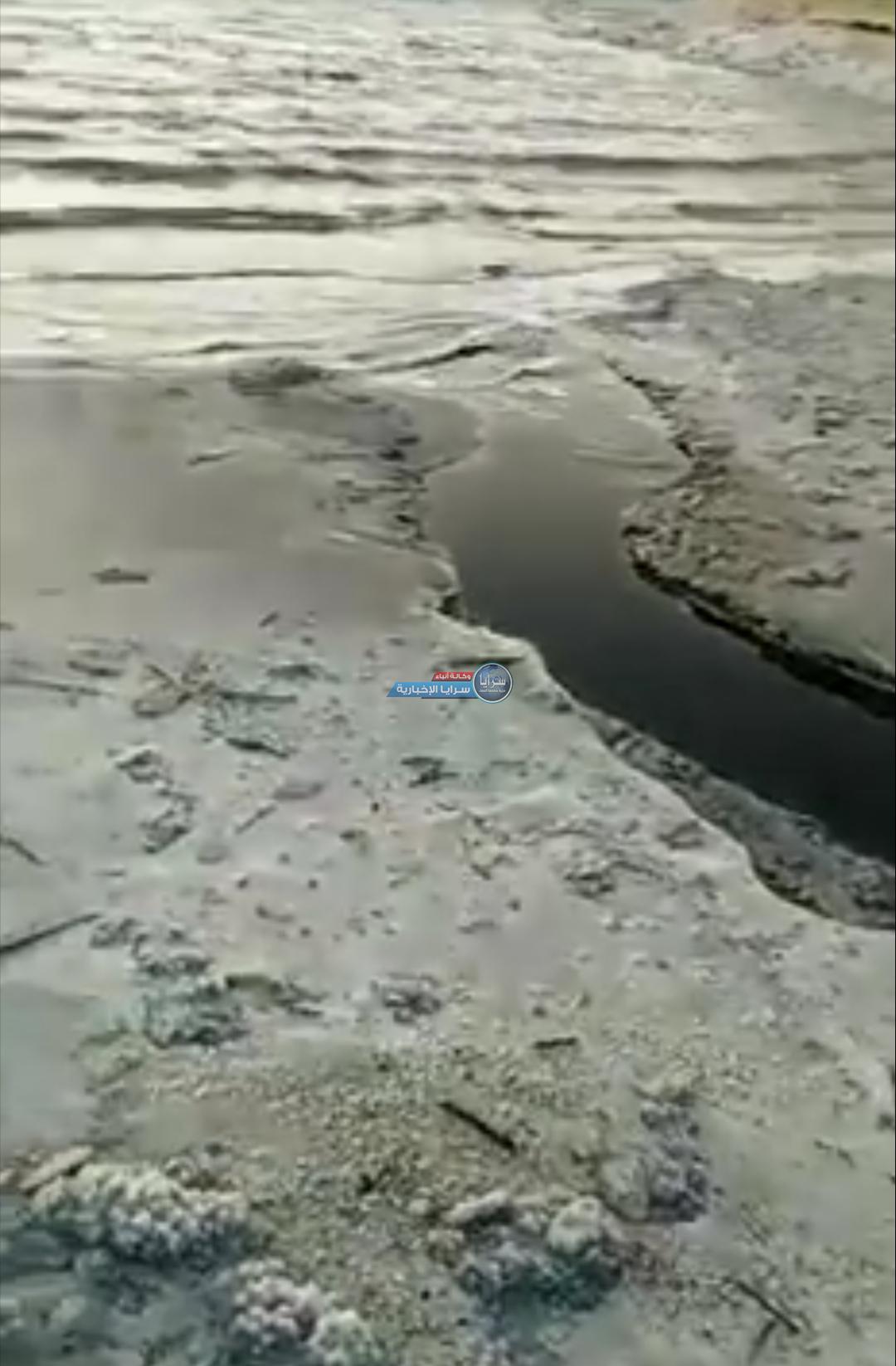 عاجل  .. سرايا تحصل على فيديوهات حول تسرب نفط او مادة سوداء مجهولة للبحر الميت