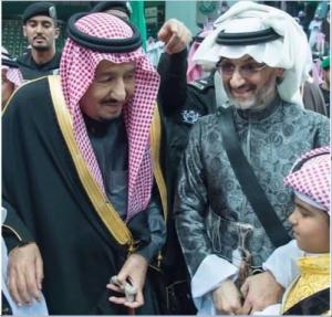 بالصور  ..  أول ظهور للملك سلمان مع الوليد بن طلال بعد الإفراج عنه