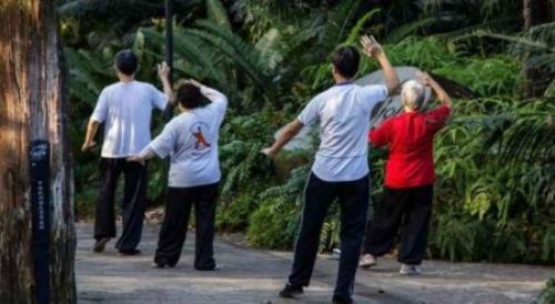 خمسة بلدان يعيش الناس فيها أطول الأعمار