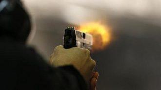 بالفيديو  ..  قائد شرطة مدينة هندية يقتل زوجته وعائلتها بسلاح الخدمة