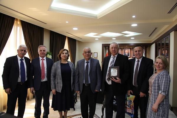 الزيتونة الأردنية تبحث التعاون مع رئيس جامعة استراخان الحكومية الطبية الروسية