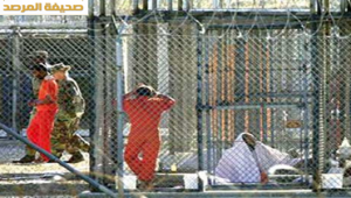 بالفيديو.. اطعام سجين عربي بالقوة في سجن جوانتانامو