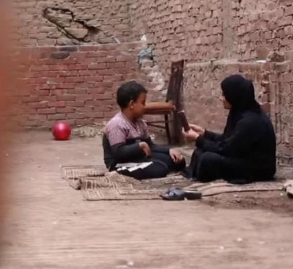 مصر  ..  مأساة أم مات لها 11 طفلاً والناجي الوحيد مصاب بمرض مزمن