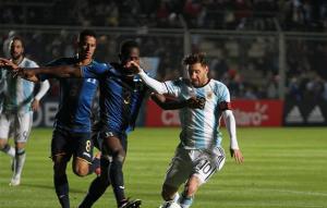 الأرجنتين تطمع في إنهاء عقدة النهائي ولقب ميسي الغائب